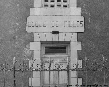 Façade de l` Ancienne école de Filles Bouresse