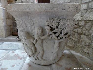 Chapiteau historié, sculpté par M. Soulas, tailleur de pierres à Bouresse, Poitou-Charentes, XVIIIème siècle (1)pf