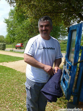 Essaimage du vendredi 11 mai 2012 avec M.Philippe Giraud apiculteur à Bouresse-Poitou-Charentes