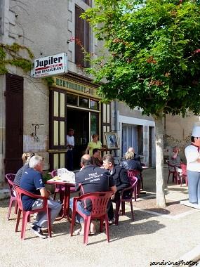 Fête du village Bouresse Dimanche 24 juin 2012 Devant le Bar-Restaurant du Centre de Philippe et Fabienne Debiais