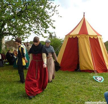 Fête médiévale au château de Gençay avec l`association Nouaillé 1356 29 avril 2012