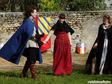 Fête médiévale au château de Gençay avec l`association Nouaillé 1356 chevalier et gentes dames avec l`association Nouaillé 1356 - 29 avril 2012 (6)