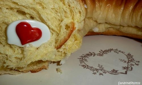 Fève en forme de coeur, Galette des rois, Bean with a heart shape, King`s galette, Bouresse Poitou-Charentes(2)