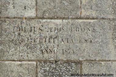 inscription façade de l`église Notre Dame de Bouresse PF