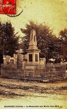 Monument aux morts 14 - 18 Bouresse, Poitou-Charentes 86, Carte postale ancienne de 1927 (1)