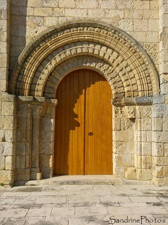 Portail classé du XII ème siècle, Eglise Notre Dame de Bouresse avec sa nouvelle porte, fabriquée et installée par PMC Lussac les Châteaux 86 (3)