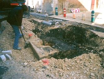 Puits gallo-romain trouvé au centre de la Grand`Rue à Bouresse, lors de travaux de voirie en septembre 2004